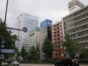 名古屋市中区桜通りに面した赤いレンガ色が目印です!